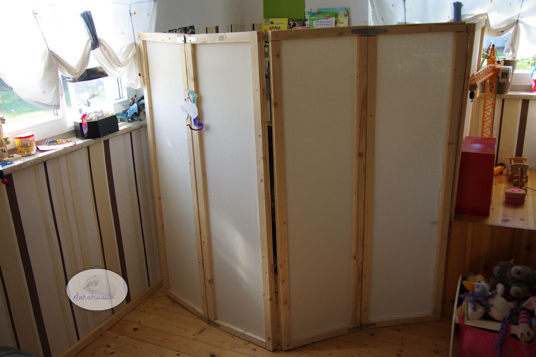 eine lernecke im spielzimmer mamahoch2. Black Bedroom Furniture Sets. Home Design Ideas