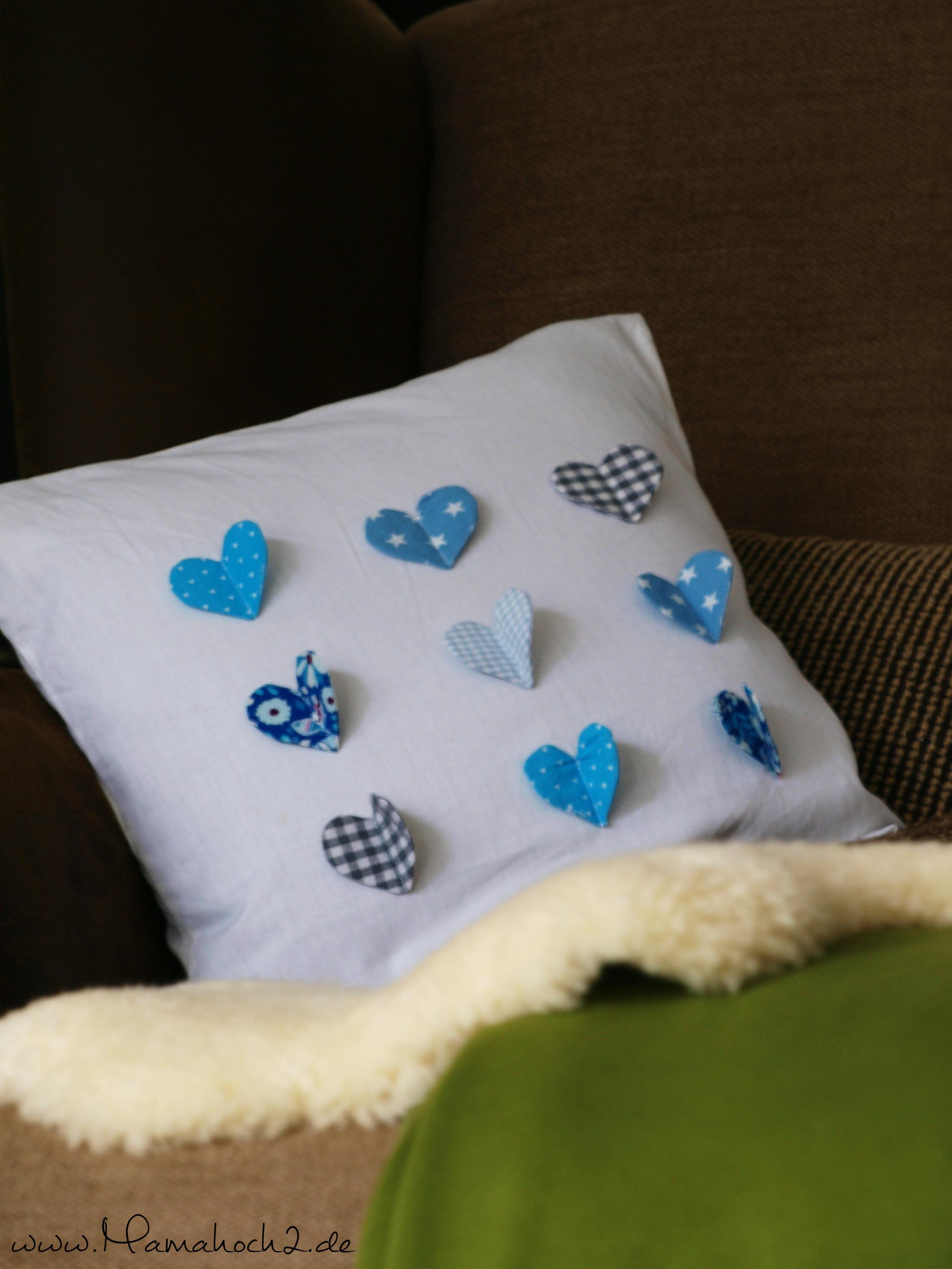 tutorial geschenk zum valentinstag ein herziges kissen mamahoch2. Black Bedroom Furniture Sets. Home Design Ideas