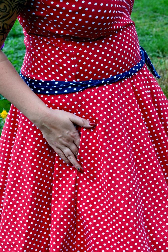 Petticoat rot mit weißen punkten