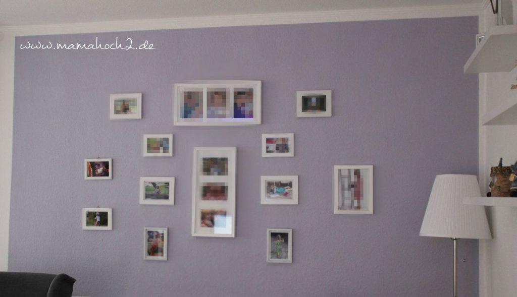 fotowand-familienportrait-wohnzimmer-lila-flieder-alpina-1