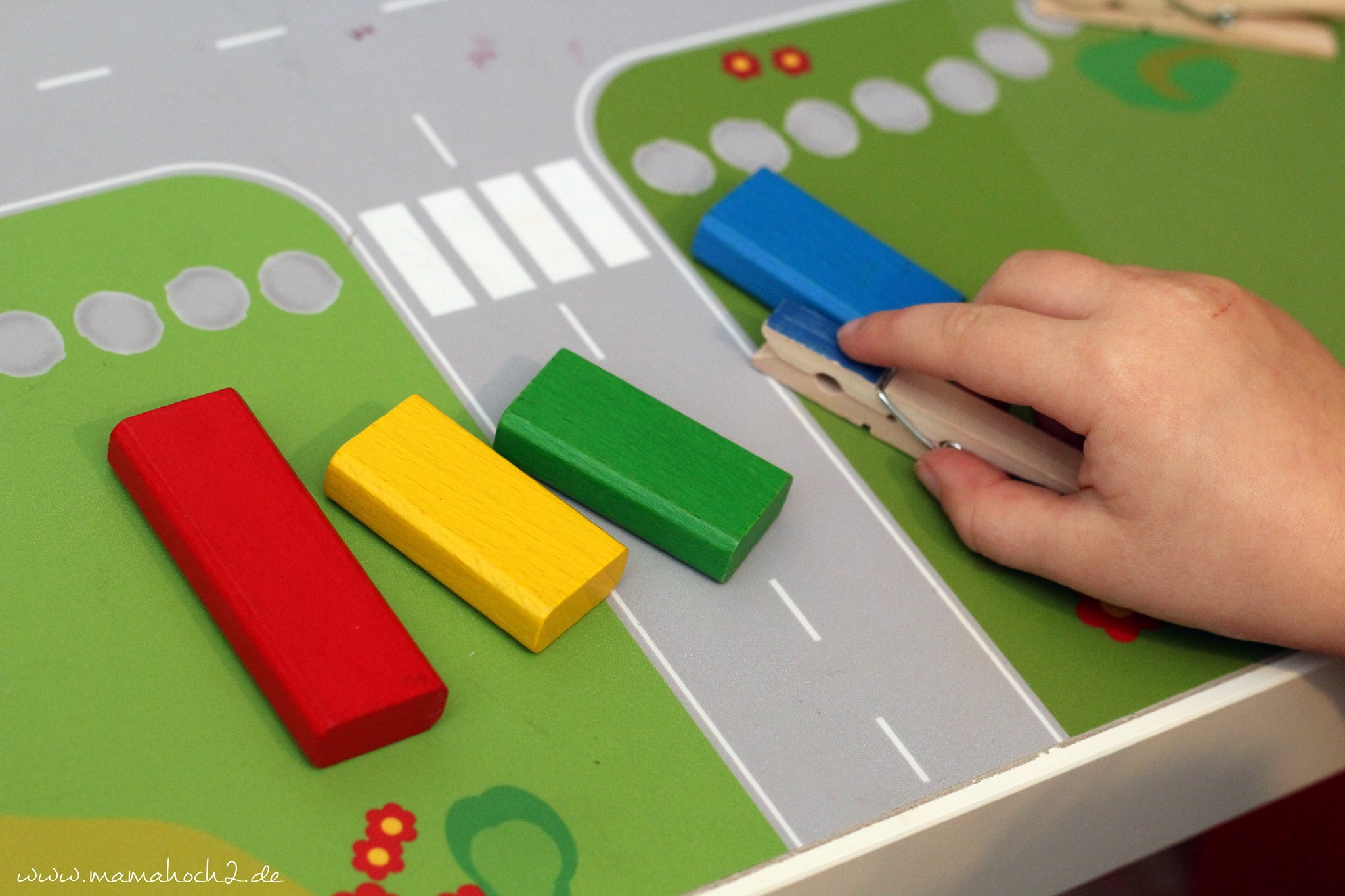 sch n montessori spielzeug f r kleinkinder selber machen. Black Bedroom Furniture Sets. Home Design Ideas
