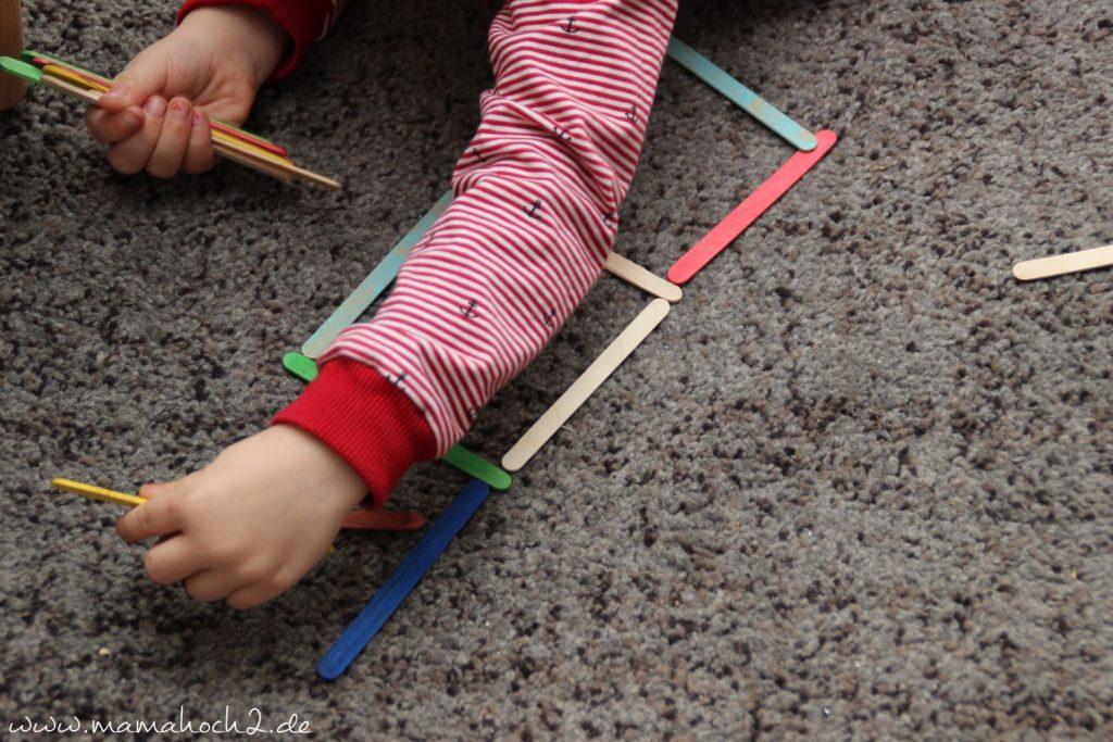 Formen legen mit Eisstielen aus Holz (3)