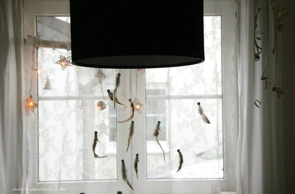 Außerdem Ist über Unserem Esstisch Eine Lampe An Der Man Ganz Wunderbar Deko  Aufhängen Kann. So Fallen Nun Von Der Lampe Kleine Federn Herab, Es Sieht  Toll ...