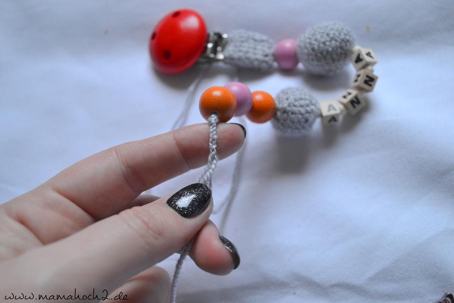 Häkelanleitung Nuckelkette häkeln Schnullerkette häkeln Perlen häkeln (7)