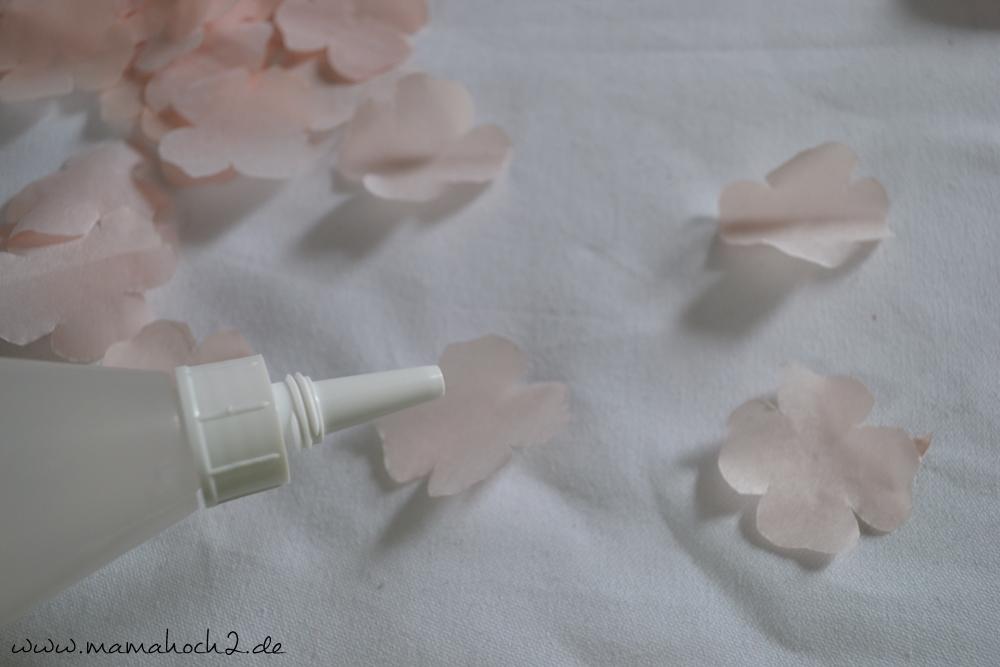 Kirschblüten aus Seidenpapier – Bastelanleitung (7)
