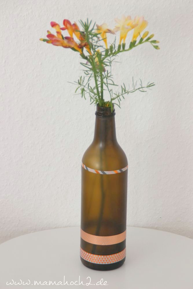 Glasflasche als Blumenvase nutzen DIY