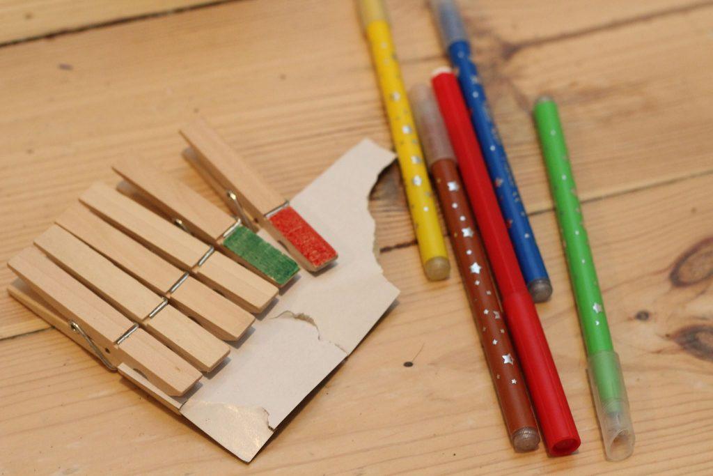 klammern lernspiele montessori für zu hause lernen fürs leben diy kinder (3)