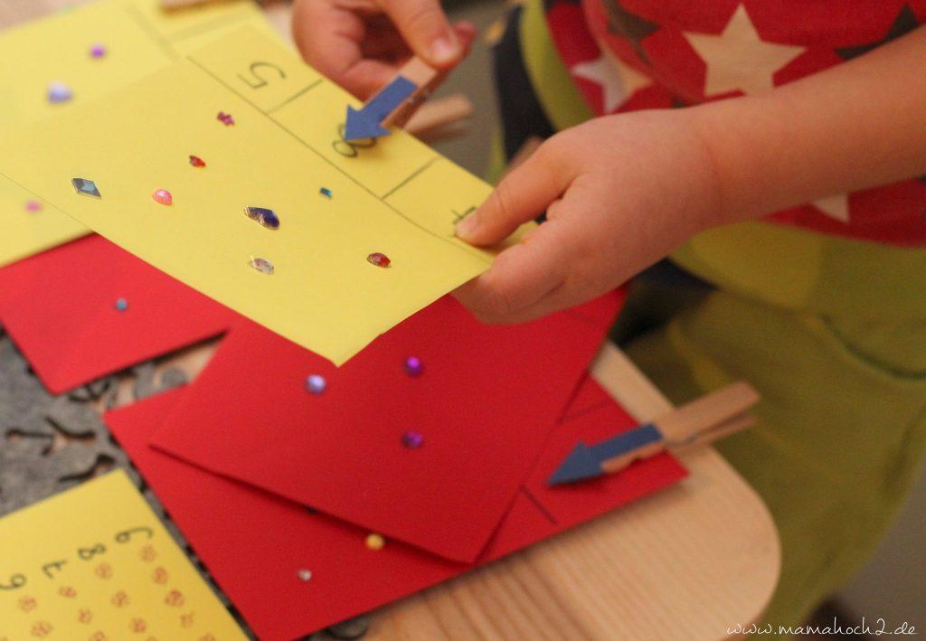 vorschule übungen montessori lernkarten zählkarten klammern mamablog (6)