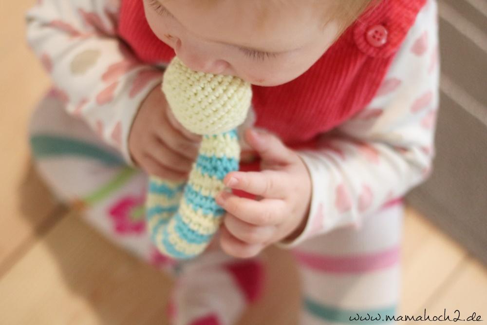 Häkelanleitung Babyrasseln Mamahoch2