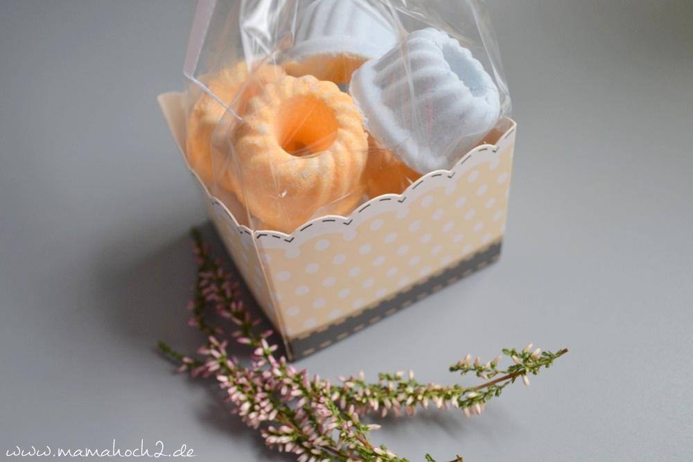 diy anleitung f r kleine prickelnde badebomben perfekt als geschenk f r erzieherinnen und co. Black Bedroom Furniture Sets. Home Design Ideas
