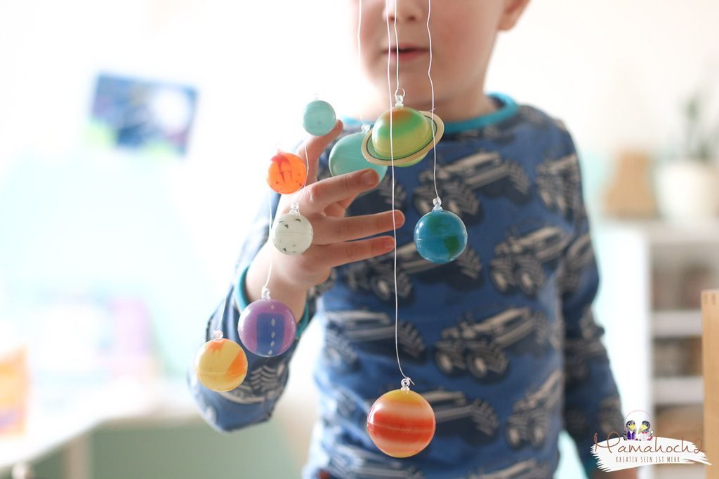 planeten lernen sonnensystem tipps spielideen erde mond sonne neptun lernen fürs leben kinderzimmer ideen für zu hause (12)