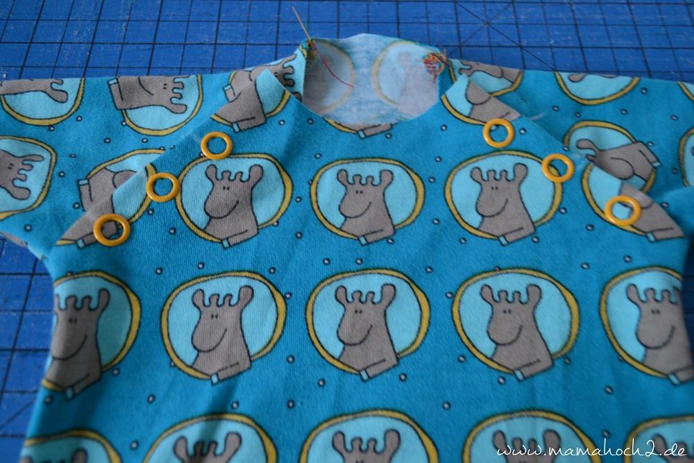 Autumn Rockers mit doppelter Knopfleiste . doppelte Knopfleiste nähen . Raglan für Babys . Babypullover . nähen für babys . Knopfleiste einnähen (31)