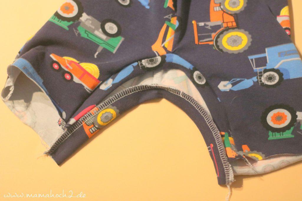 Babyhose einfach nähen . Babypump Rockers mit Knopfleiste . Knopfleiste in eine Babyhose nähen . Nähen für Babys . Pumphose mit Knopfleiste (17)