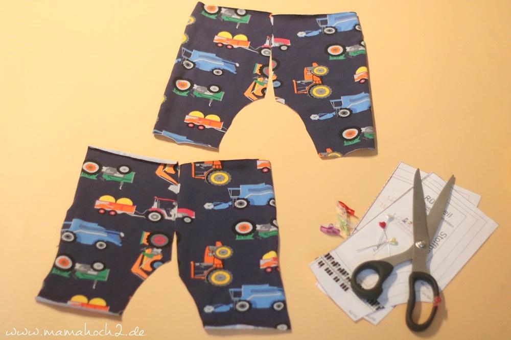 Babyhose einfach nähen . Babypump Rockers mit Knopfleiste . Knopfleiste in eine Babyhose nähen . Nähen für Babys . Pumphose mit Knopfleiste (4)