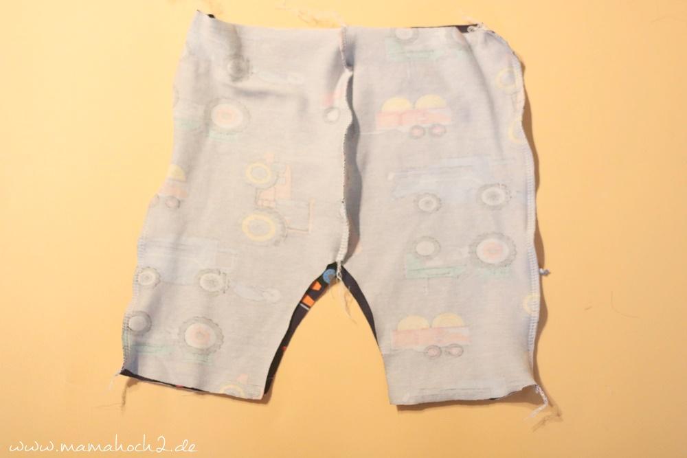 Babyhose einfach nähen . Babypump Rockers mit Knopfleiste . Knopfleiste in eine Babyhose nähen . Nähen für Babys . Pumphose mit Knopfleiste (8)