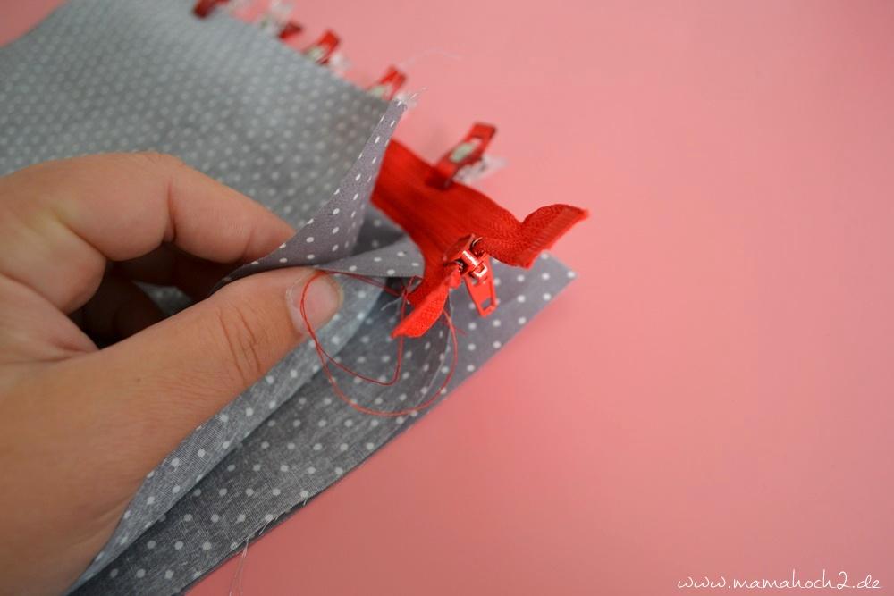 Wickeltasche für die Babys . Nähen für Babys . Wickeltasch to go . Wickelunterlage . Schrägband annähen . Nähen mit Baumwolle . Anleitung . Freebook . Kam Snaps . Babydeko . kostenlose Anleitung (31)
